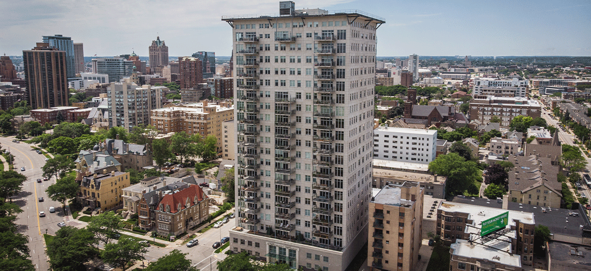 C.D. Smith was awarded construction management services for Breakwater Condominiums, a luxurious 20-story tower located in Milwaukee's Lower East Side. Housing Construction, High Rise Construction, Milwaukee Construction Firms, Wisconsin Construction Companies.